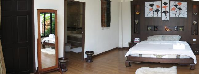 Huge Master bedroom with en suite & walk in robes