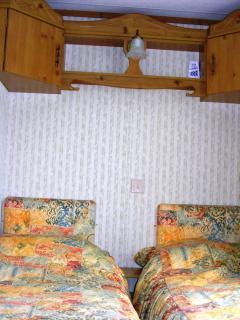 Twin Bedroom w26