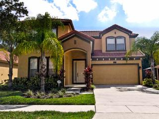 Belle's Cove, Family-Friendly Villa with Gameroom and Hot Tub, Kissimmee