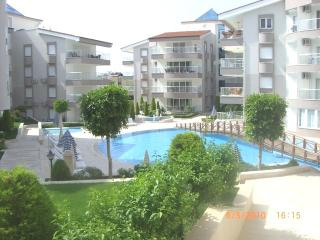 Oasis E3. 2 bed overlooking the pool in safe friendly community