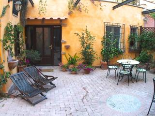 Apartment B entrance and courtyard