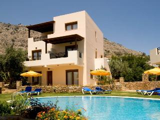 SUPERIOR 4 BEDROOM VILLA, Pefkos