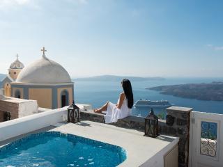 Serenity Suites & Villa in Fira