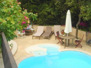 JdV Holidays Maison Asphodelus, private pool & tennis, great location & price!