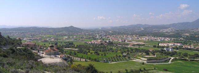 Alethriko village and valley.