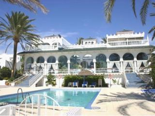 Oasis Club Villa
