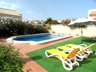 3 Bedroom Detached with Air-Con and Pool La Marina