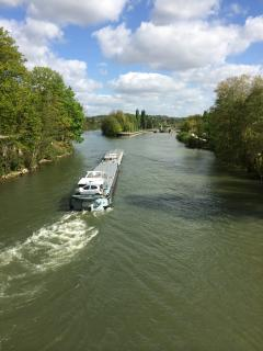 The Oise river in L'Isle Adam - 7 minute walk