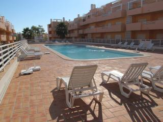 Casa Quinta poolside apartment with free wi fi, Tavira