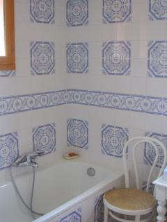 Well-appointed independant bathroom