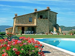 Idyllic Tuscan villa with private swimming pool, terrace and stunning views of rolling hills, sleeps up to 10, Radicondoli