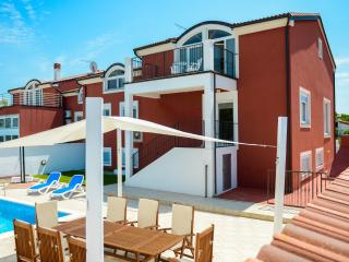 Modern holiday house / 5 BD / your private pool, Pula