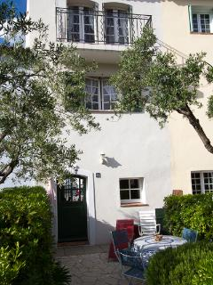 The front of the house has a secluded garden which can offer respite from the heat