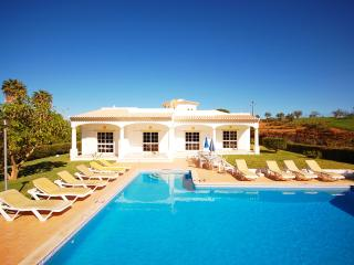 CRISTIANO, 2 Wing Villa, large garden with pool, air-con and WiFi, calm location