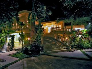 Luxury Villa Steps From The Beach, Kihei