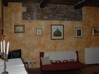 two bedroom apartment LUCCA historical centre