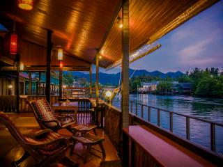 Live right on the lagoon and enjoy spectacular views