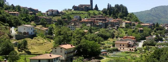 Vista sul paese dal giardino / The village of Corsagna