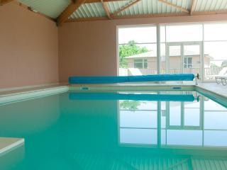 La piscine couverte et chauffée à 27°C