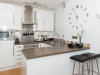 Enjoy cooking in this fully fitted, well equipped, modern kitchen