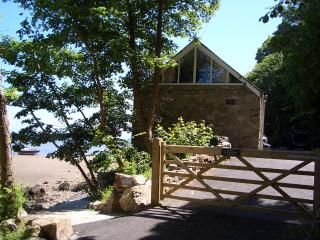 THE BOATHOUSES -  2 BED BOATHOUSE - SPECTACULARLY RENOVATED FOR 2019