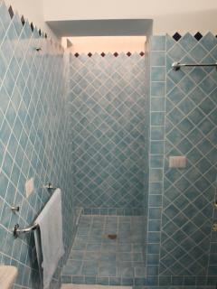 FIRST BATHROOM - BAGNO PRINCIPALE