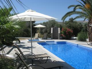 Villa Kyriakos, Luxury Villa with Pool & Gardens, Polis