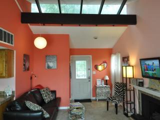 Heart House 1/1 by Zilker w/ views, 2 mi to Dwntwn, Austin