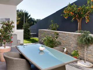 Deluxe apartment with garden