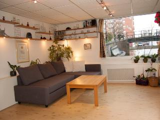 Oasis Houseboat, Amsterdam