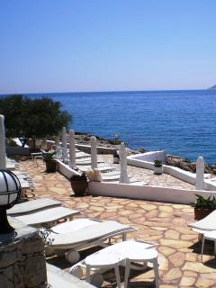 Kalamar Bay Beach Club (free shuttle service from the villa)