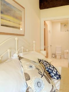 Ground-floor bedroom and ensuite