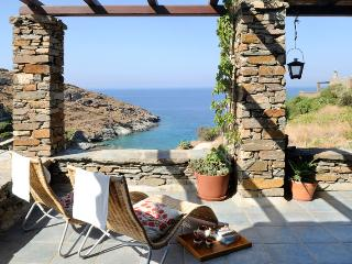 Villa Thymari, Kea, luxury beachfront, 4-bedroom/3 brm autonomous quiet location