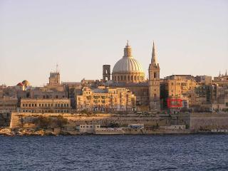 Seafront Corner Apartment, Valletta