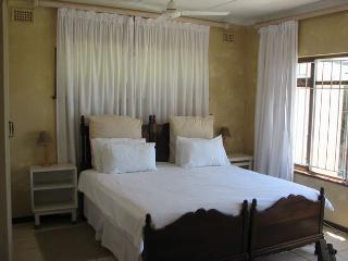 One of the two main bedrooms (m.e.s.)
