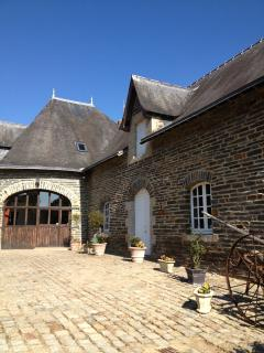 The Lodge- 6 bedrooms,  sleeps 17. Fully independant ,private garden but enjoys the grounds of Chate