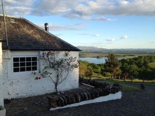 Kestrel cottage with magnificent lake and mountain views