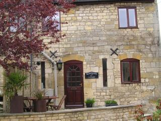 Blacksmiths Cottage, Winchcombe. Sleeps 6 with parking