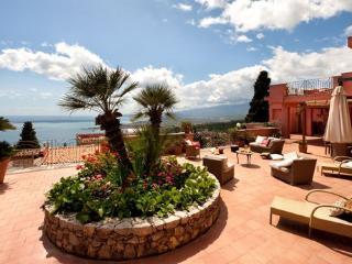 6 bedroom Villa in Taormina, Taormina, Sicily, Italy : ref 2230312