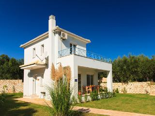 Blue Skies Villa with swimming pool, Tsilivi