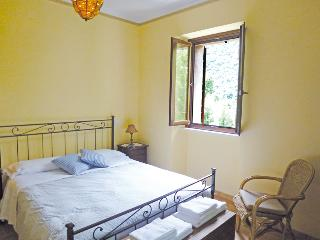 double bedroom, linen provided