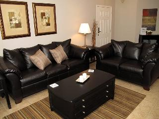 Just 1 mile from Disney beautiful 3bd condo, Kissimmee