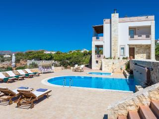 Villa mit eigenem Pool in Chania, La Canea