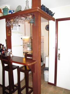 Bar with integrated kitchen / Bar com cozinha integrada