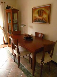 Dining table / Mesa de jantar