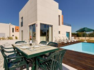 Location, Location, location, ...Villa with Heated Pool, 8 mins. walk  to STRIP