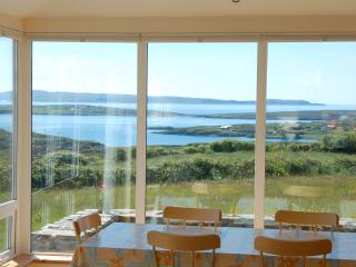 The Lookout- Luxury Schull Holiday House with WiFi