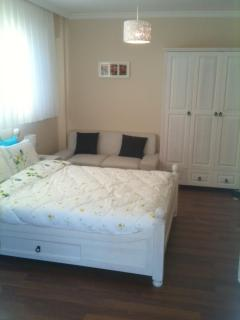 Dbl bedroom with sofa & make up table & huge wardrobe