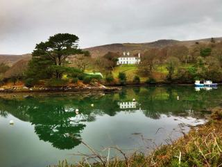 Small period estate sleeping 26 in 3 houses on the Ring of Kerry coastline