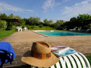 2people self catering apartment in villa with pool, Todi